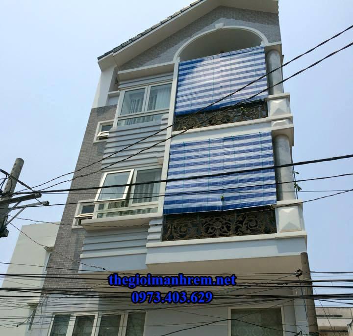 mành nhựa chống nắng nhà tầng