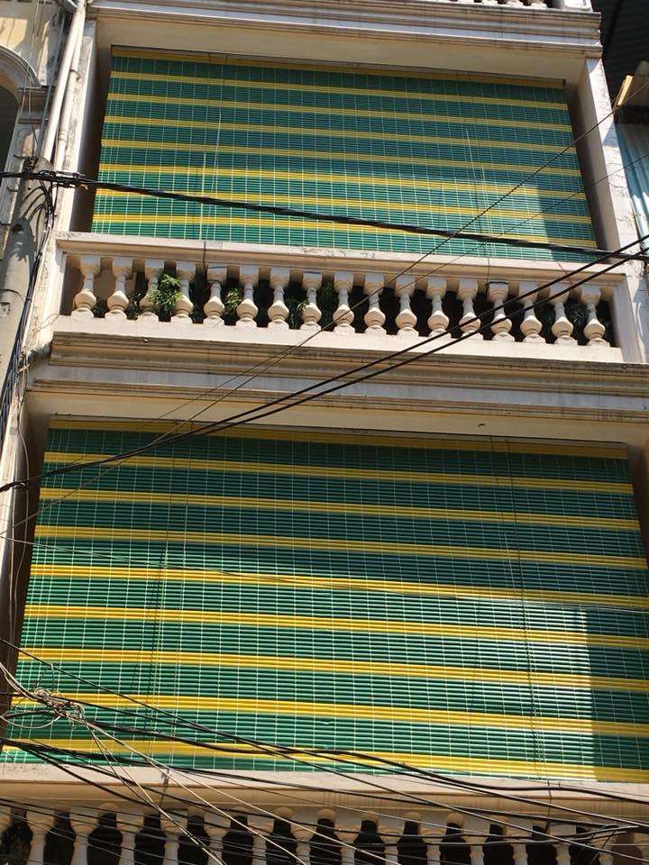 mành nhựa treo nhà 2 tầng
