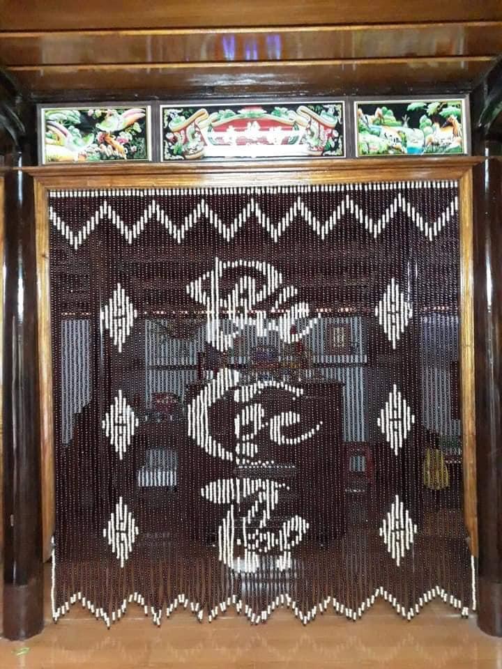 rèm trúc che bàn thờ