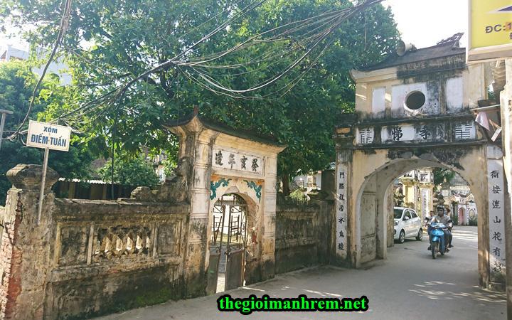 Cổng làng Cự Đà