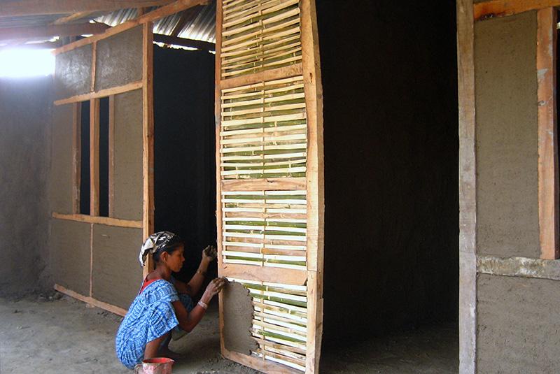 Xây dựng những ngôi nhà bằng tre ở Nepal